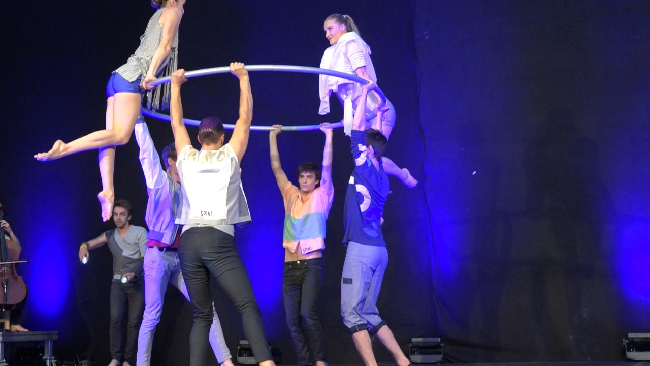 Absolventen der staatlichen Artistenschule Berlin beim Sommertheater