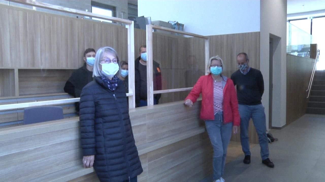 Dülmener Unternehmer spendet Spuckschutzwände für EinsA und Dülmener Tafel